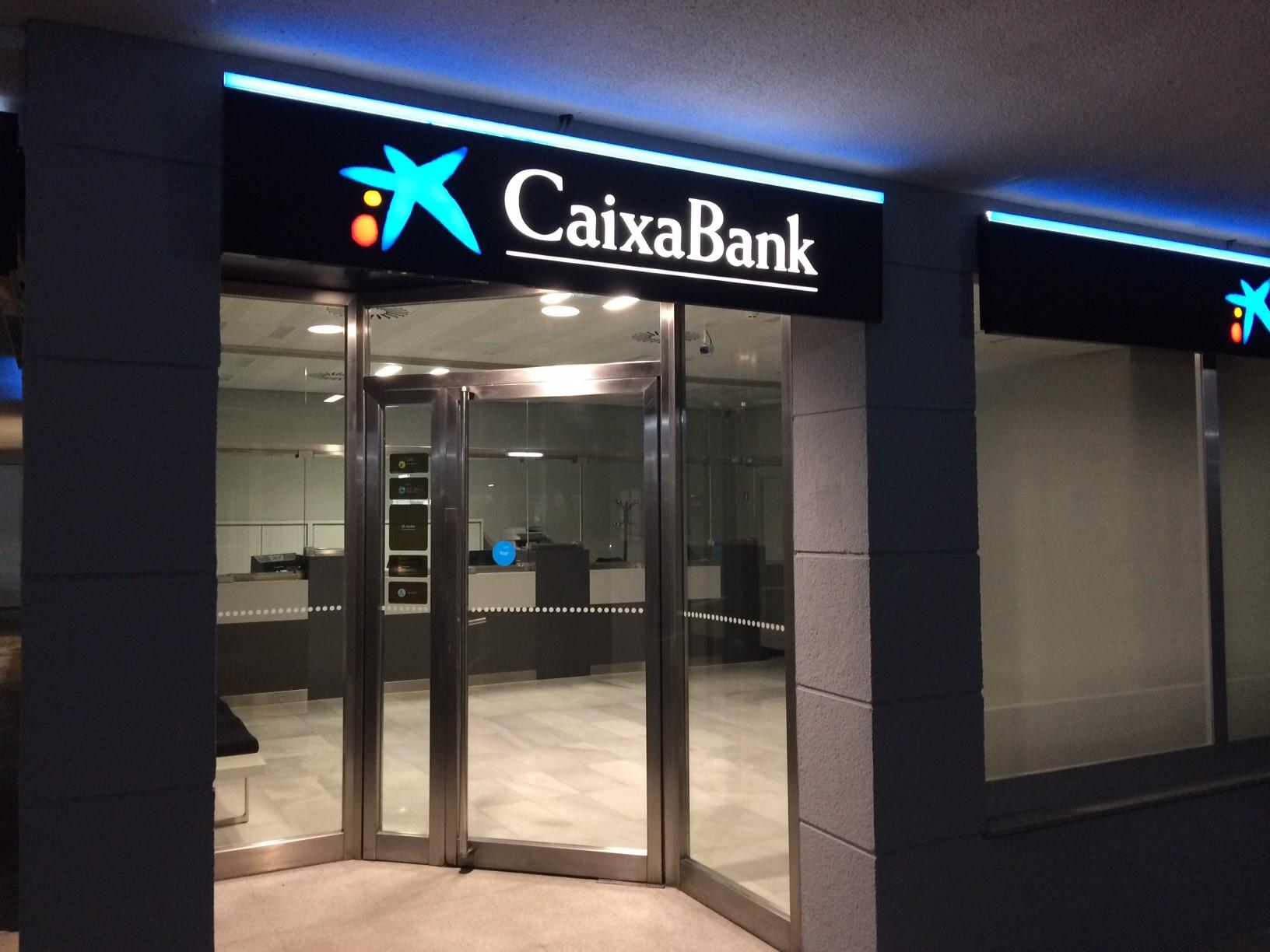 Caixabank abre sus puertas en mercasevilla for Oficina 2100 caixabank